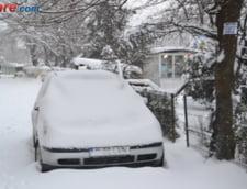 Romania, sub zapada: Zeci de oameni izolati sau blocati in masini, scoli si drumuri inchise (Video)