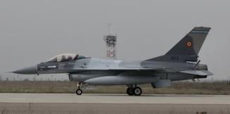 """Romania a pariat bine pe F-16. """"Falconul"""" e in planurile de viitor ale SUA, in timp ce F-22 va fi retras mai devreme"""