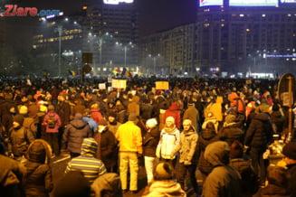 Romania a vazut cele mai mari proteste de dupa Revolutie, cu 300.000 de oameni in strada. Ca si atunci, cineva a incercat sa le deturneze (Galerie foto)