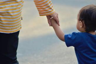 Romania este pe locul al doilea in Uniunea Europeana la numarul de mame adolescente. Ce consecinte are o astfel de sarcina