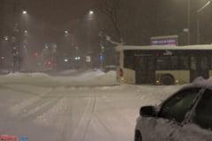 Romania nu face fata ninsorii: Trei accidente rutiere mortale, masini blocate in nameti si circulatie ingreunata