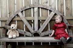 Romania orfanilor de nevoie: Peste 18.000 de copii au ambii parinti plecati la munca in strainatate