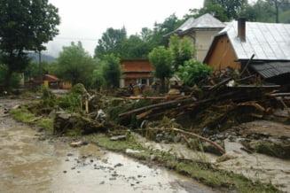 Romania sub ape: Inundatii, mii de oameni fara curent, culturi distruse