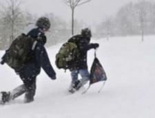 Romania sub zapada: Ninsoarea inchide scolile - Afla unde nu se invata luni
