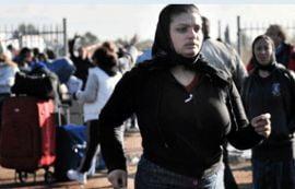 Romanii alungati din tabara de la Roma s-au refugiat intr-o fosta fabrica Heineken