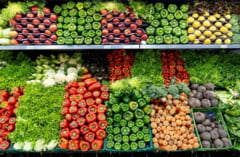 Romanii au cumparat mai mult si au ales segmente inferioare de pret in prima jumatate a anului