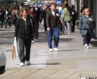 Romanii au economisit 12,1% din veniturile obtinute in trimestrul III din 2009