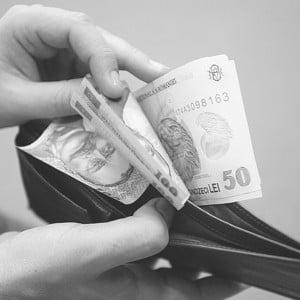 Romanii au platit in 2008 bunuri si servicii mai scumpe