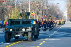 Romanii au sarbatorit in strada Ziua Nationala: Parade spectaculoase, show aviatic la Bucuresti, cozi la fasole cu carnati (Foto&video)