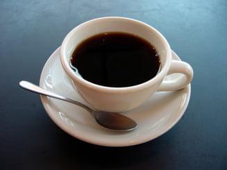 Romanii beau cafea de 300 de milioane de euro pe an