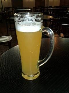 Romanii beau mai multa bere: Cat a crescut consumul si pe ce loc ne aflam in Europa