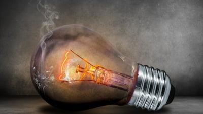 Romanii care nu si-au schimbat furnizorul de electricitate vor plati facturi mai mari de la 1 iulie