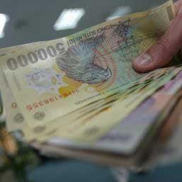 mulți cheltuiesc bani pe care nu i- au câștigat)
