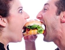 Romanii consuma, zilnic, fast-food de 80.000 de lei