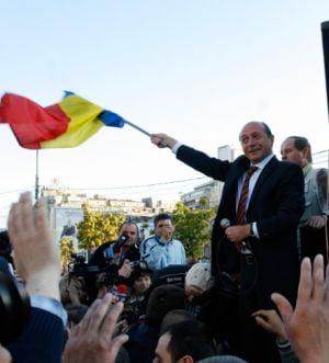 Romanii cred ca Basescu va castiga un al doilea mandat