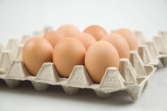 Romanii cumpara 180 de milioane de oua inainte de Paste: Pretul scade, dar doar la producatori