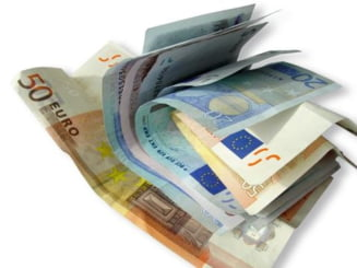 Romanii din diaspora au trimis cu 10% mai putini bani in tara, pana in martie