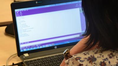 Romanii isi incep ziua online si au cele mai multe bloguri. Ce nu fac pe Internet