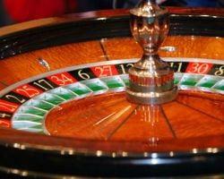 Romanii isi lasa averile in euro la cazinouri