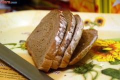Romanii mananca mai putina paine si cauta calitate. Industria, puternic afectata de evaziune: 500.000 de tone de paine nu apar in statistici