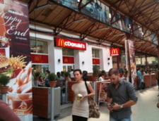 Romanii nu se mai indoapa la McDonald''s: Mananca acasa, beau in oras
