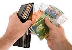 Romanii nu-si mai platesc ratele la creditele in franci
