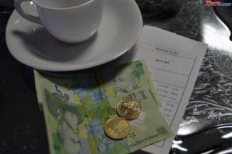 Romanii nu sunt de acord cu bacsisul inclus in nota de plata - Sondaj