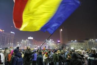 Romanii revoltati de Guvernul care a dat lovitura de gratie Justitiei au iesit noaptea in strada, in toata tara. Protestele continua azi dimineata (Foto&Video)