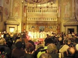 Romanii sustin puternic Biserica, dar n-o vor in politica - studiu