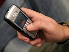 Romanii vorbesc mai putin la telefonul mobil. Factura a scazut si cu 20%
