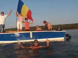 Romanul care strabate Dunarea inot a ajuns la Galati. Mai are 150 de kilometri si intra in Cartea Recordurilor