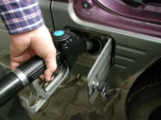 Rompetrol scumpeste benzina cu sapte bani, incepand de miercuri