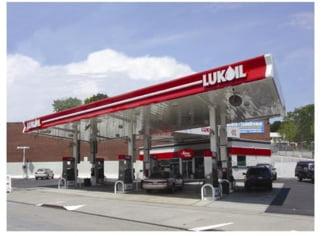 Rompetrol si Lukoil scumpesc benzina, la o zi dupa Petrom