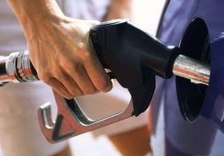 Rompetrol si Petrom au scumpit din nou carburantii