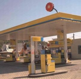 Rompetrol si Petrom ieftinesc carburantii