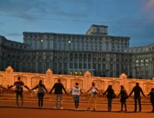 Rosia Montana: Lant uman in jurul Parlamentului - protestul in imagini (Galerie foto & video)
