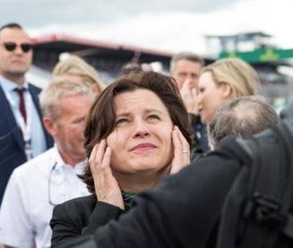 Roxana Maracineanu, evacuata de pe un stadion