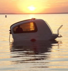 Rulota plutitoare, hotelul tau pe uscat si pe apa (Galerie foto)
