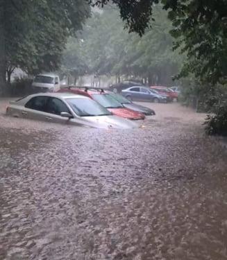 Rupere de nori la Galati. Toate strazile orasului au fost inundate VIDEO