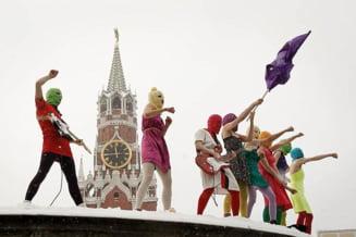 Rusia: Doua femei risca 7 ani de inchisoare pentru manifestari anti-Putin (Video)