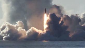 Rusia a testat atacuri nucleare de amploare cu rachete lansate de pe submarine si bombardiere strategice
