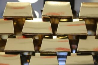 Rusia apara rubla, cheltuind masiv din rezervele valutare si de aur