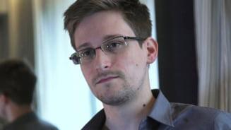 Rusia i-a acordat lui Edward Snowden dreptul de rezidenta permanenta