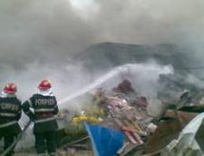 S-a descoperit cauza incendiului de la depozitul de deseuri de la Campulung Muscel