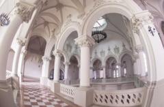 S-a intors dupa 32 de ani la Palatul Culturii din Iasi! Cand a INTRAT in cladire a facut un GEST care i-a UIMIT pe toti cei aflati ACOLO - GALERIE FOTO