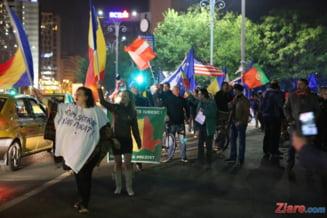 S-a protestat din nou in Piata Victoriei: Ne-am saturat de cat ne-ati furat! Ne vrem viata inapoi!
