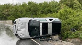 S-a rasturnat cu jeep-ul intr-o curba periculoasa la Valea Mare