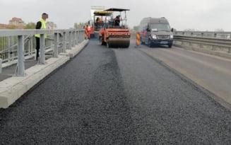 S-a reluat circulatia pe podul peste raul Ialomita. Ce restrictii se mentin