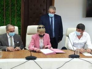 """S-a semnat contractul de modernizare a drumului Botosani-Targu Frumos. Soptica: """"Guvernarea PNL aduce investitii concrete in Botosani"""""""