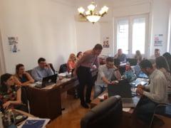 S-au anuntat primele rezultate exit-poll: Tristete la sediul PSD, bucurie la Alianta USR PLUS si PNL